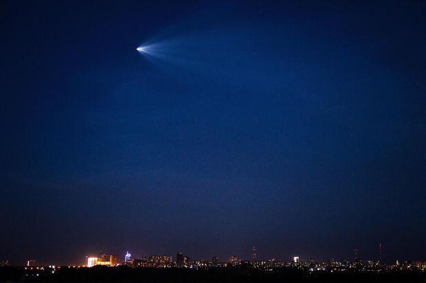 Космічний корабель пролітає над Новосибірськом