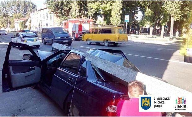 Аварія на вулиці Хмельницького 193