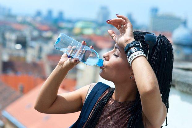 У спеку відмовтеся від води з холодильника