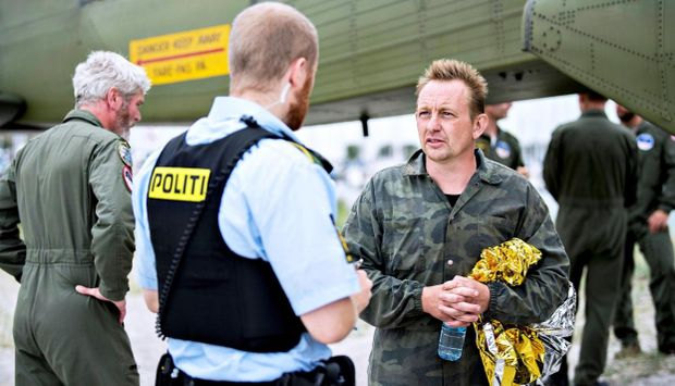 Поліція допитує Петера Мадсена