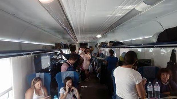 «Укрзалізниця» пояснила, чому употязі Одеса-Київ пасажири їхали стоячи