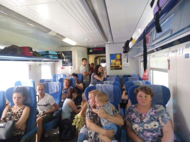 Пасажири потяга Інтерсіті+ ідуть стоячи