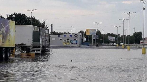 Через зливу затопило кілька районів Одеси