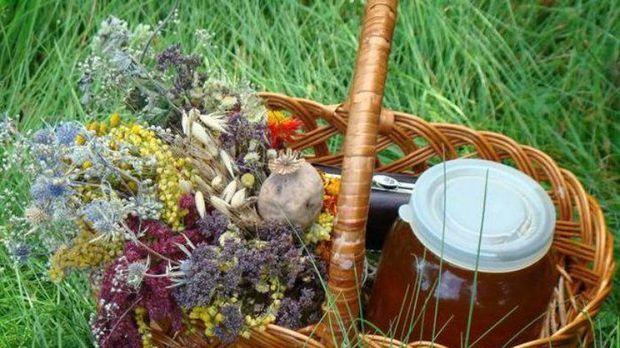 На Маковея прийнято освячувати мед та квіти з маком