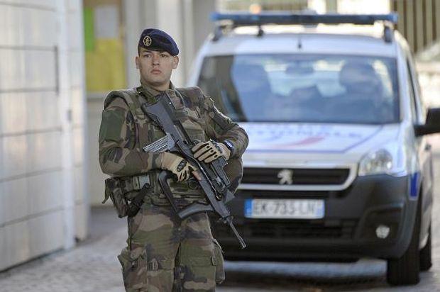 Наїзд на військових біля Парижа