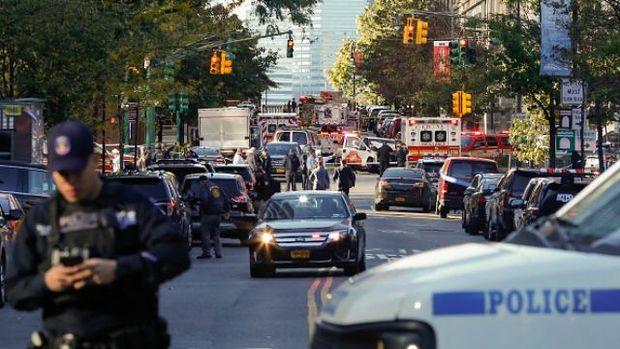 Авто в'їхало у людей в Нью-Йорку