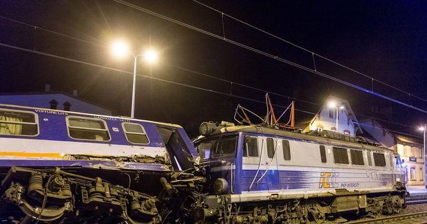 Зіткнення потягів у Польщі. Фото з місця подій