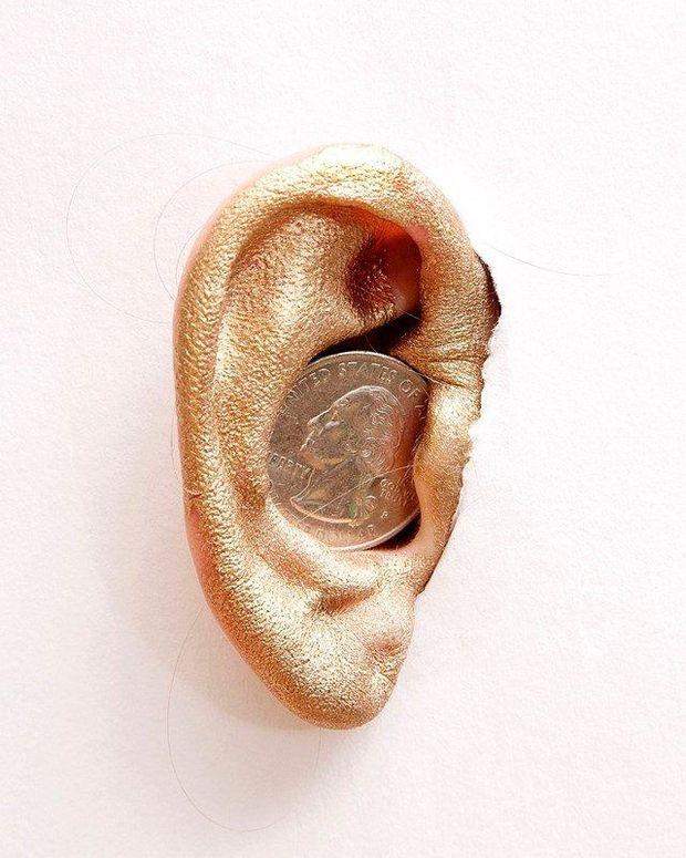 На Гаваях заборонено засовувати монети у вуха