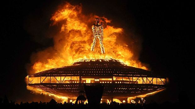 Палаюча скульптура на Burning Man 2017
