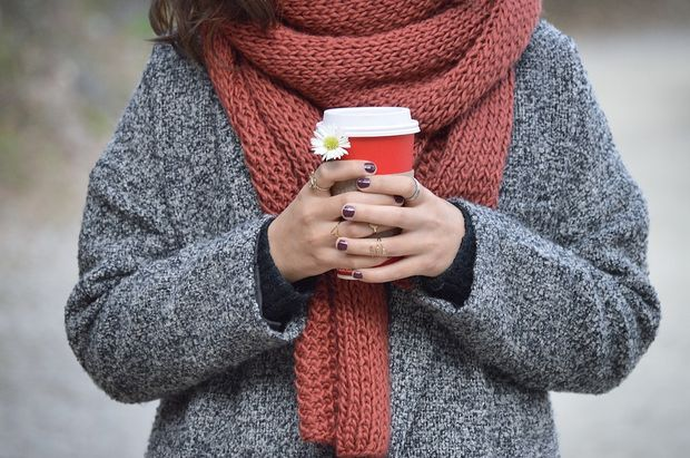Яскравий і теплий шарф – обов'язковий аксесуар восени