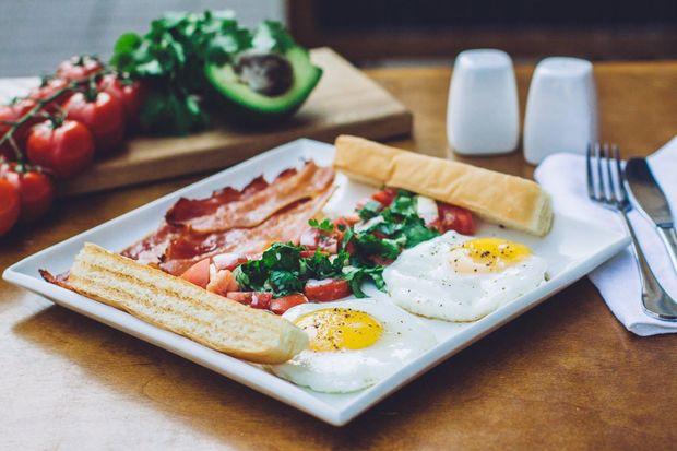Рецепт яєчні від Делії Сміт