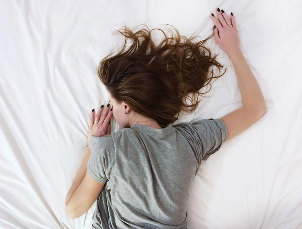 Лягайте та прокидайтеся в один і той же час щодня