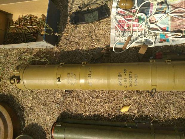 На Донеччині виявлено сховок з російською зброєю
