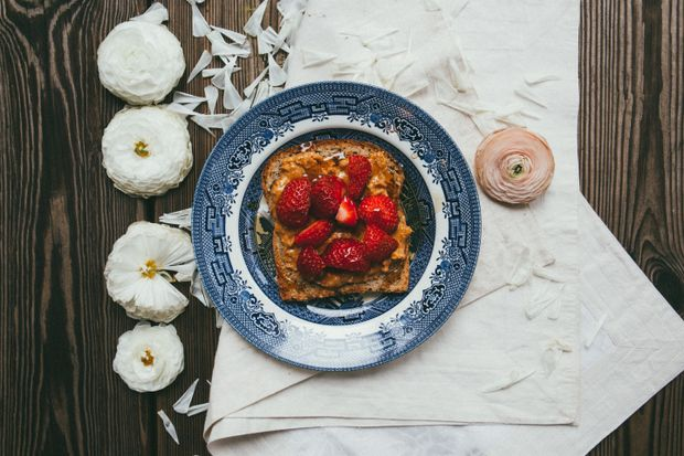 Тост з арахісової пастою на сніданок