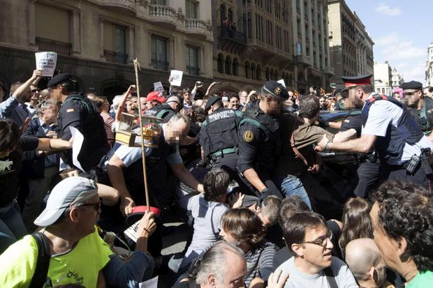 Поліція арештовує мітингувальників у Барселоні