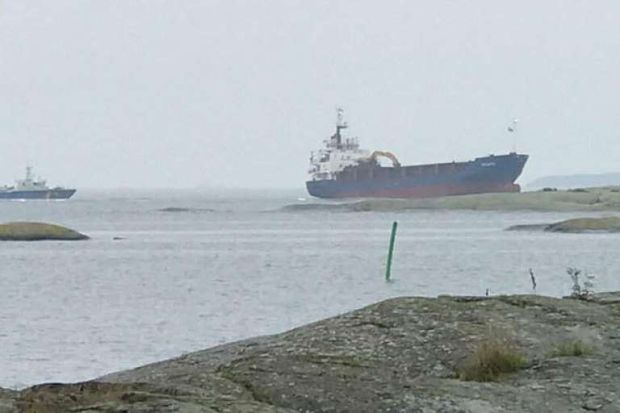 Судно сіло на мілину біля міста Оскарсхамн