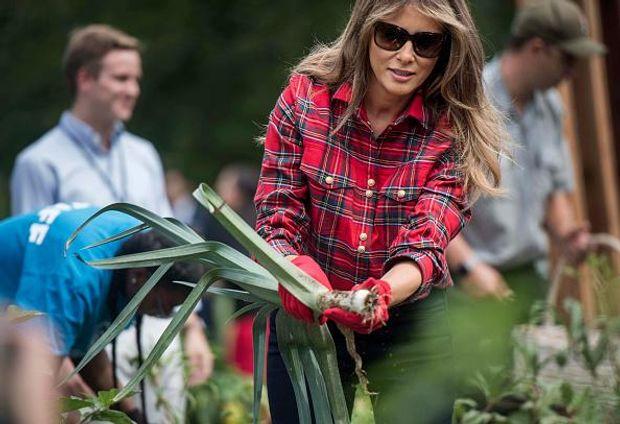 Образ дня: Меланія Трамп на городі біля Білого дому