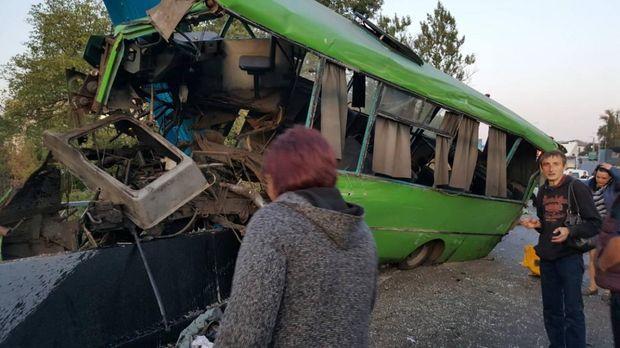 Жахлива аварія з автобусом на Харківщині