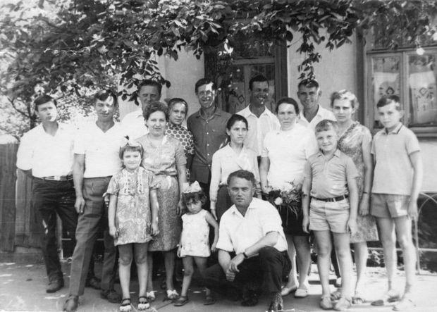 Взрослые дети старые фото