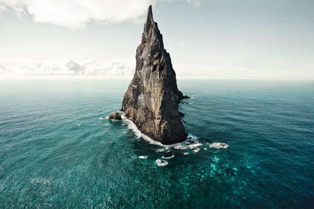 Острів Болс-Пірамід в Тасманському морі