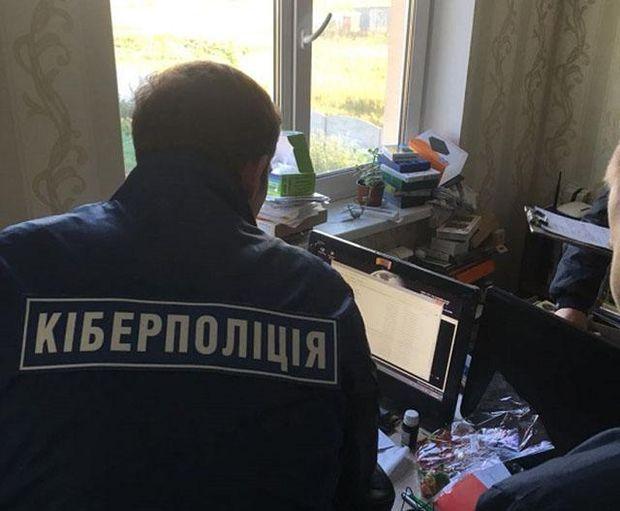 Екс-посадовець продавав персональні дані тисяч українців