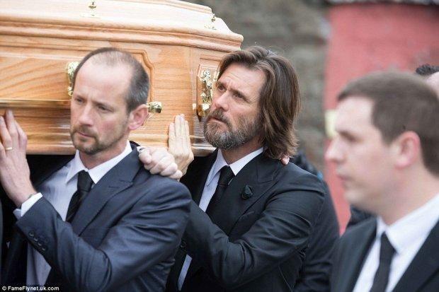 Джим Керрі на похоронах Катріони Уайт