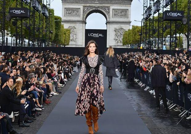 Бьянка Балті на шоу L'Oreal Paris в рамках Тижня моди в Парижі