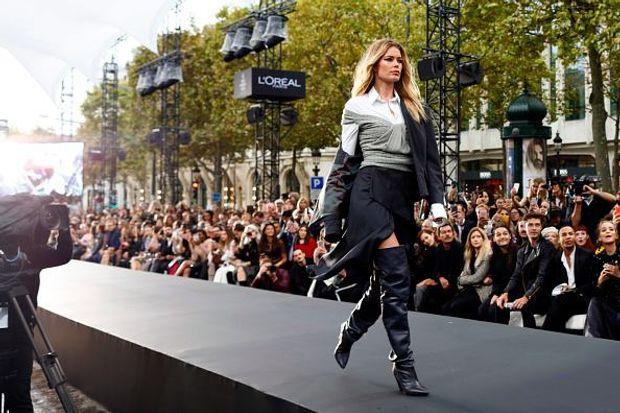 Даутцен Крез на шоу L'Oreal Paris в рамках Тижня моди в Парижі