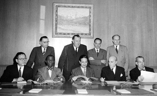 Ратифікація Конвенції про Геноцид главами 5 держав. Лемкін стоїть праворуч