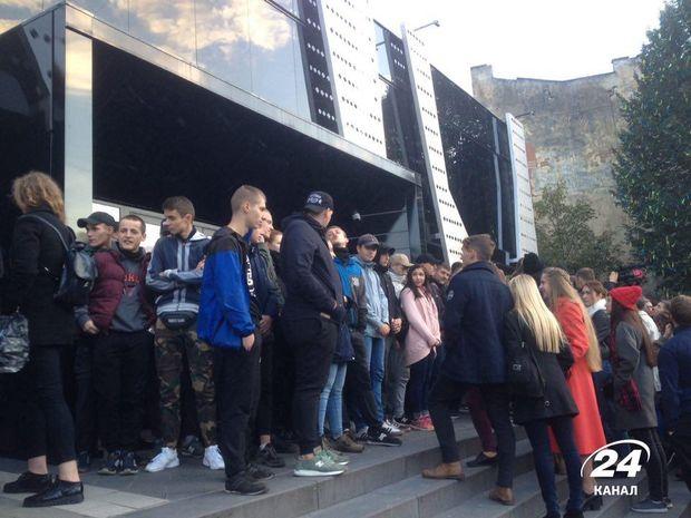 У Львові блокують концерт Бабкіна