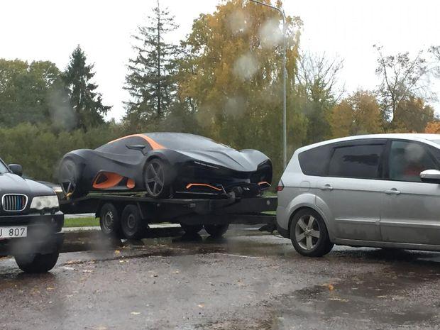 Український суперкар помітили на парковці у Латвії