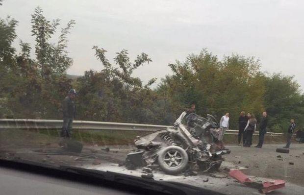 Автомобіль розірвало навпіл на Закарпатті