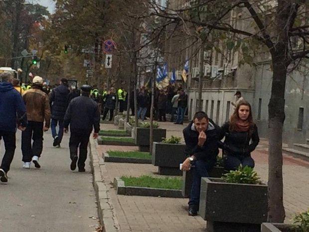 Протестувальники в Києві заблокували виходи з Ради і комітетів//Фото: РБК-Україна