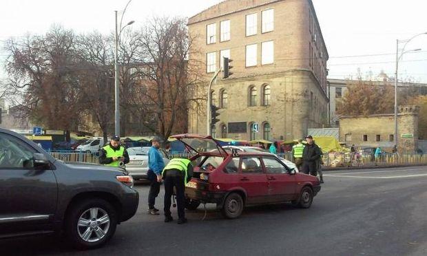 Поліція перевіряє автомобілі в Києві