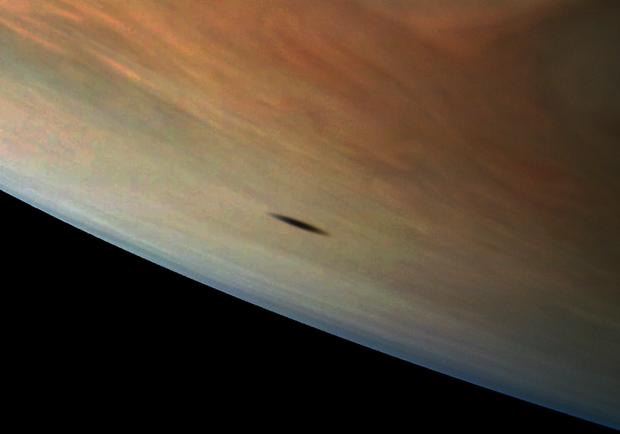 NASA показало тінь супутника на поверхні Юпітера