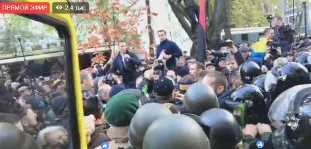 Штовханина, віче, Київ, сутички, поліція