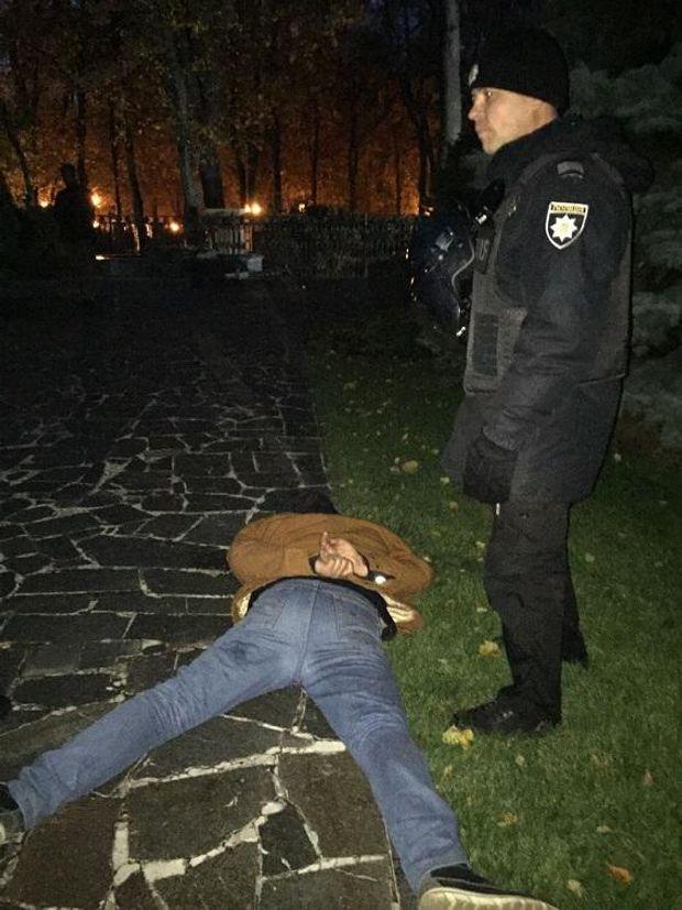 В Києві трапилася сутичка між поліцейським та протестувальником