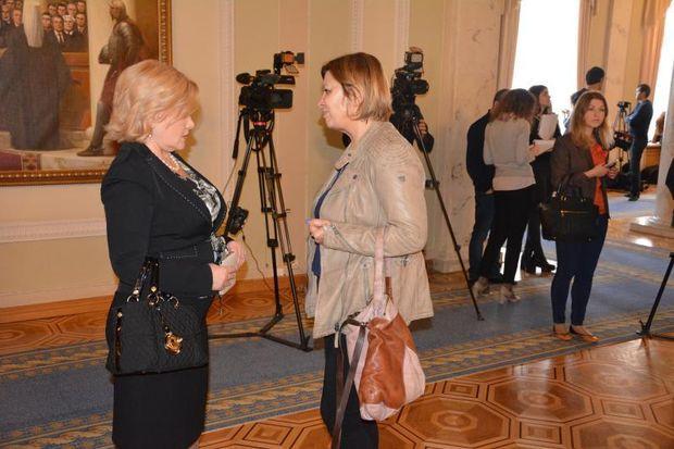 Оксана Білозір ходить в Раду з дизайнерськими сумками