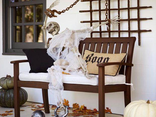 Що може бути краще за скелет біля вашого будинку на Хелловін?