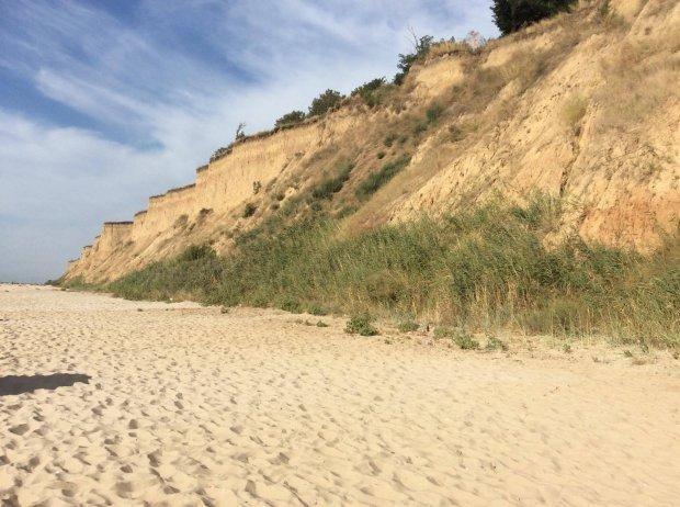 Пляжі села Курортне приваблюють відпочивальників мальовничою місцевістю
