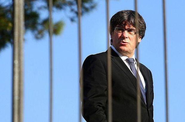 Іспанія видала ордер наарешт Пучдемона, він назвав себе легітимним главою Каталонії