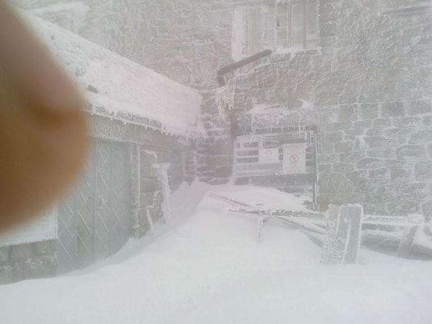 Місцями на горі Піпі Іван надуло до 2 метрів снігу