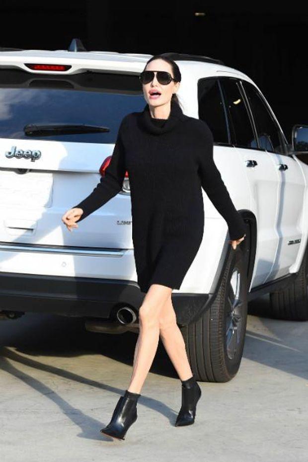 Анджеліна Джолі в міні-сукні