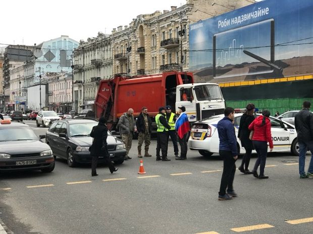 В Києві поліція затримала чоловіка, який гуляв із прапором Росії