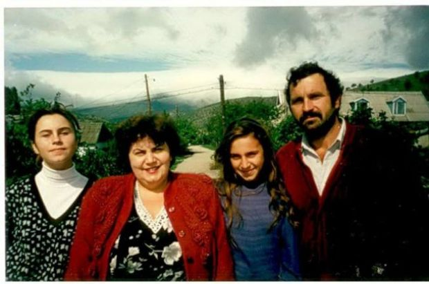 Архівне фото: Джамала з сестрою та батьками в Криму