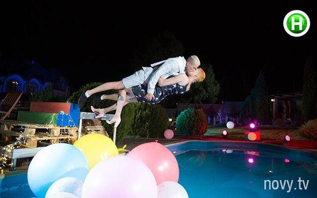 Топ-модель по-українськи 4 сезон 12 випуск: фотосесія в басейні