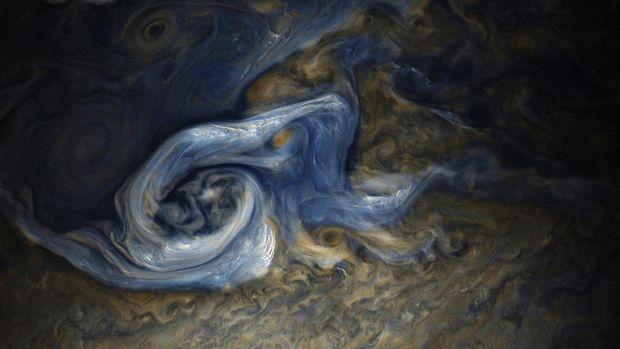 NASA показало дивовижне фото шторму на Юпітері