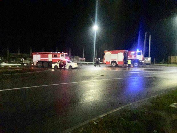 Пожежники на місці аварії з бензовозом біля Львова