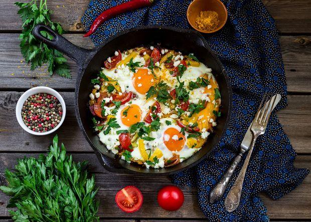 Рецепт яєчні з помідорами