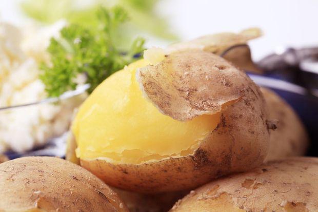 Як і скільки варити картоплю в мундирі